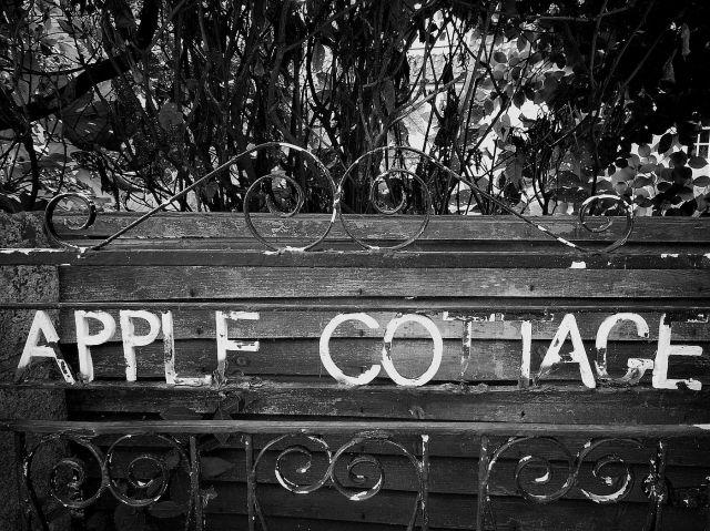 Apple_Cottage_Low